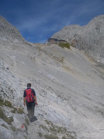 Foto: Wolfgang Lauschensky / Wandertour / Leutascher Dreitorspitze oder Karlspitze 2682m über Söllerpass und Bergleintal / kurzer Anstieg zur Meilerhütte / 05.10.2010 18:33:27