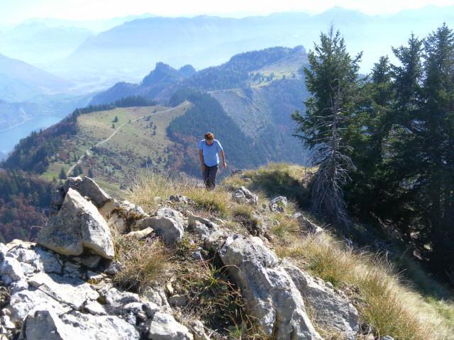 Foto: Wolfgang Lauschensky / Wandertour / Törlspitz  1589m / schrofiger Gipfelgrat, dahinter die Vormaueralm / 13.10.2010 18:55:31