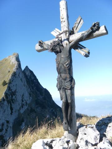 Foto: Wolfgang Lauschensky / Wandertour / Törlspitz  1589m / Gipfelkruzifix vor Schafbergostflanke / 13.10.2010 18:55:08