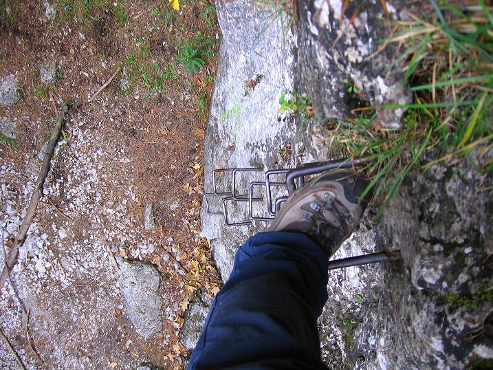 Foto: Andreas Koller / Klettersteigtour / Auf dem Naturfreundesteig durch die Kleine Klause (1002m) / Der kurze Klettersteig im Durchstieg der Kleinen Klause / 17.10.2010 17:48:47