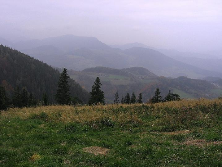 Foto: Andreas Koller / Klettersteigtour / Auf dem Naturfreundesteig durch die Kleine Klause (1002m) / Blick von der Hohen Wand nach NW / 17.10.2010 17:45:32