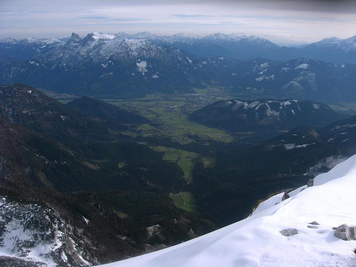 Foto: Andreas Koller / Schneeschuhtour / Über den Südwestgrat auf den Scheiblingstein (2197m) / Tiefblick nach Admont / 25.10.2010 16:30:49