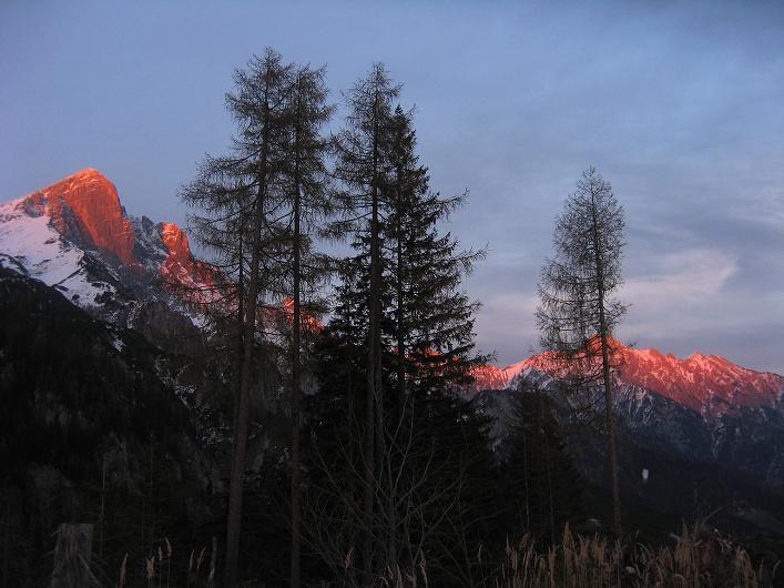 Foto: Andreas Koller / Schneeschuhtour / Über den Südwestgrat auf den Scheiblingstein (2197m) / Haller Mauern im Abendrot / 25.10.2010 16:40:09