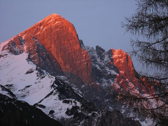 Foto: Andreas Koller / Schneeschuhtour / Über den Südwestgrat auf den Scheiblingstein (2197m) / Scheiblingstein im Abendrot / 25.10.2010 16:05:57