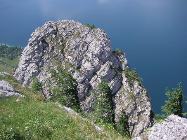 Foto: Wolfgang Lauschensky / Wandertour / Kleiner Schoberstein 1000m (Normalweg) / Steig zum Kl.Schoberstein in der Ostflanke erkennbar, links der Südostgratanstieg ist Kletterei II+ / 31.10.2010 22:36:17
