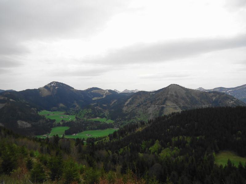 Foto: Günter Siegl / Wandertour / Filbling 1307m über Nordwestrücken / links Faistenauer Schafberg / 07.05.2015 11:35:26