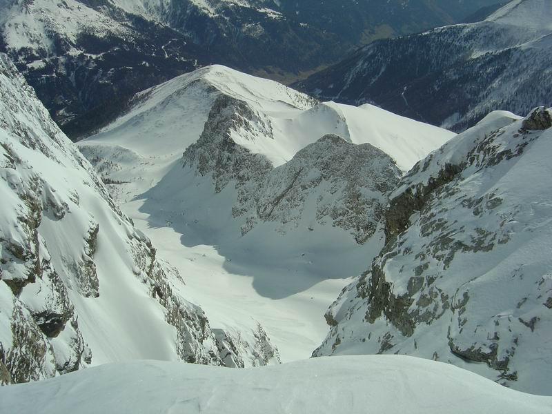 Foto: Heidi Schützinger / Skitour / Weißeck / Tiefblick in die Hölle - durch die der Aufstieg führte  / 23.11.2010 18:03:24