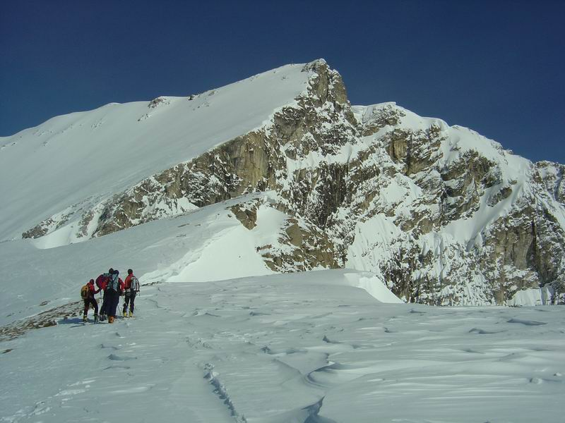 Foto: Heidi Schützinger / Skitour / Weißeck / Blick von der Steinkarspitze auf die steile Gipfelflanke des Weißeck / 23.11.2010 18:05:05