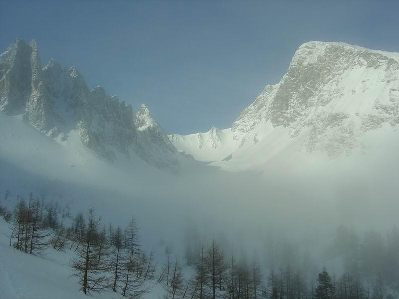 Foto: Heidi Schützinger / Skitour / Weißeck / Nebelblick auf das mächtige Weißeck - unser heutiges Ziel  / 23.11.2010 18:07:14