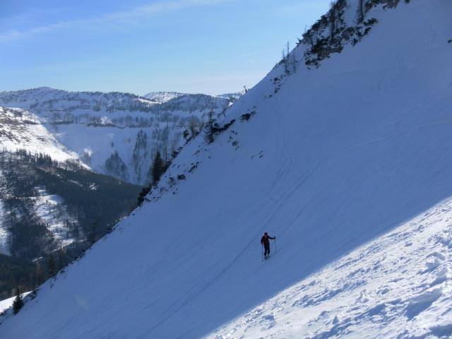 Foto: Wolfgang Lauschensky / Skitour / Gennerhorn Überquerung mit  Nordabfahrt  / aufsteilender Osthang, großes Radl im Hintergrund / 11.02.2011 19:13:03
