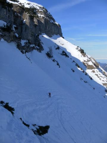 Foto: Wolfgang Lauschensky / Skitour / Gennerhorn Überquerung mit  Nordabfahrt  / kritische Querung unter den Felsen / 11.02.2011 19:12:46