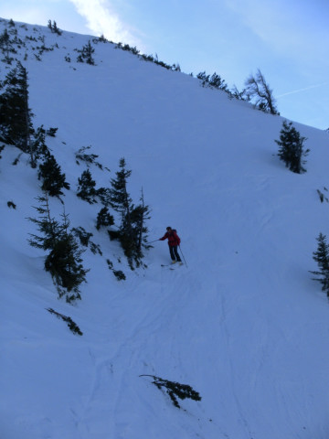 Foto: Wolfgang Lauschensky / Skitour / Gennerhorn Überquerung mit  Nordabfahrt  / steile Einfahrt in die Nordflanke / 11.02.2011 19:11:55
