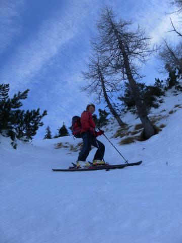 Foto: Wolfgang Lauschensky / Skitour / Gennerhorn Überquerung mit  Nordabfahrt  / in der kurzen engen Rinne / 11.02.2011 19:11:44