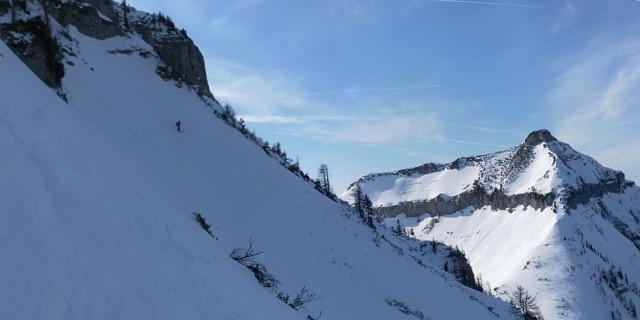 Foto: Wolfgang Lauschensky / Skitour / Gennerhorn Überquerung mit  Nordabfahrt  / Nordflankenabfahrt mit Blick zum Gruberhorn / 11.02.2011 19:11:28
