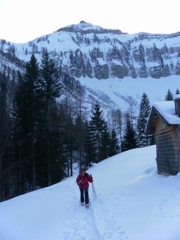 Foto: Wolfgang Lauschensky / Skitour / Gennerhorn Überquerung mit  Nordabfahrt  / Gruberalm vor Gruberhorn / 11.02.2011 19:09:28