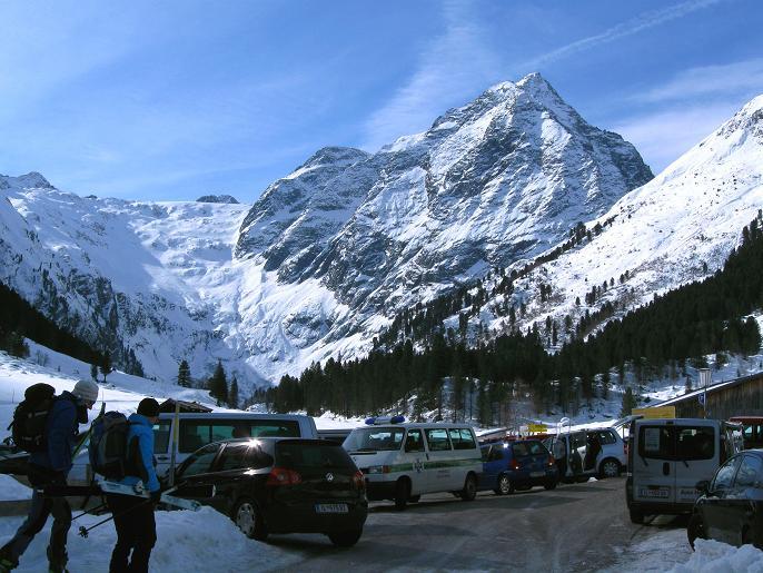 Foto: Andreas Koller / Ski Tour / Von Lüsens auf die Schöntalspitze (3008m) / Ausgangspunkt Alpengasthof Lüsens mit Lüsenser Fernerkogel (3298m) / 17.03.2011 20:55:03