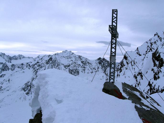 Foto: Andreas Koller / Ski Tour / Von Lüsens auf die Schöntalspitze (3008m) / Gipfelkreuz / 17.03.2011 20:43:33