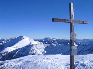 Foto: Datzberger Hans / Ski Tour / Lahnerleitenspitze und Hinkareck aus dem Radmertal / Gipfelkreuz Lahnleitenspitze mit Hinkareck und Zeiritzkampel. / 13.04.2011 23:14:12