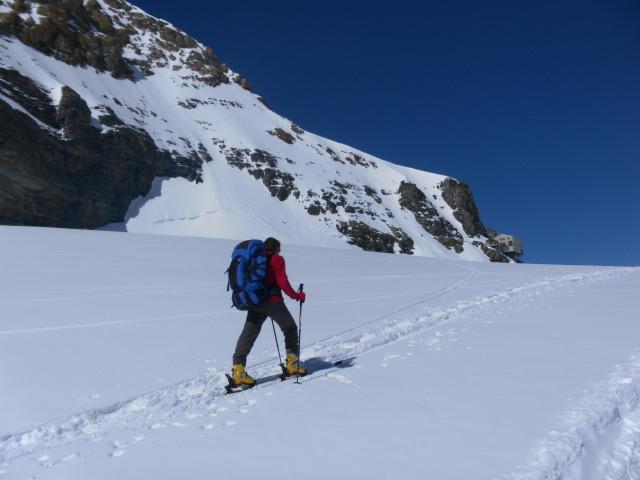 Foto: Wolfgang Lauschensky / Skitour / Hinter Fiescherhorn  4025m Überschreitung / Anstieg zur Mönchsjochhütte / 30.04.2011 21:26:23