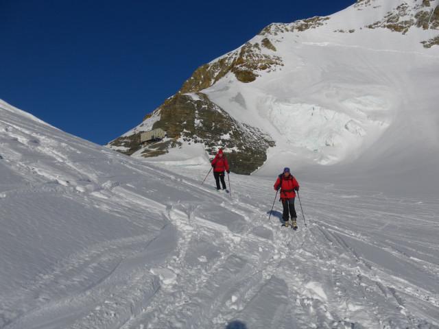 Foto: Wolfgang Lauschensky / Skitour / Hinter Fiescherhorn  4025m Überschreitung / Abfahrt vom oberen Mönchsjoch zum Ewigschneefäld / 30.04.2011 21:26:13