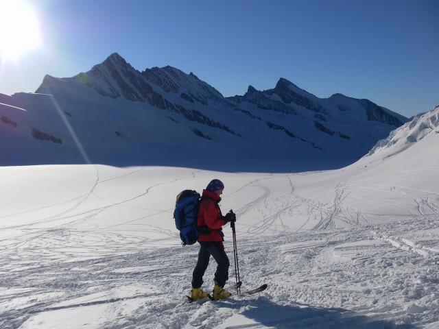 Foto: Wolfgang Lauschensky / Skitour / Hinter Fiescherhorn  4025m Überschreitung / Ewigschneefäld, Fiescherhörner und Grünhörner / 30.04.2011 21:26:03