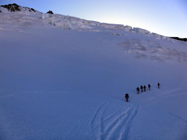 Foto: Wolfgang Lauschensky / Skitour / Hinter Fiescherhorn  4025m Überschreitung / Einstieg zum Fieschersattel / 30.04.2011 21:25:38