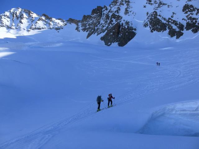 Foto: Wolfgang Lauschensky / Skitour / Hinter Fiescherhorn  4025m Überschreitung / spaltiger Anstieg zum Fieschersattel / 30.04.2011 21:25:08
