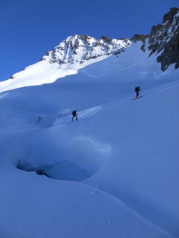 Foto: Wolfgang Lauschensky / Skitour / Hinter Fiescherhorn  4025m Überschreitung / Richtung Sattel / 30.04.2011 21:24:52