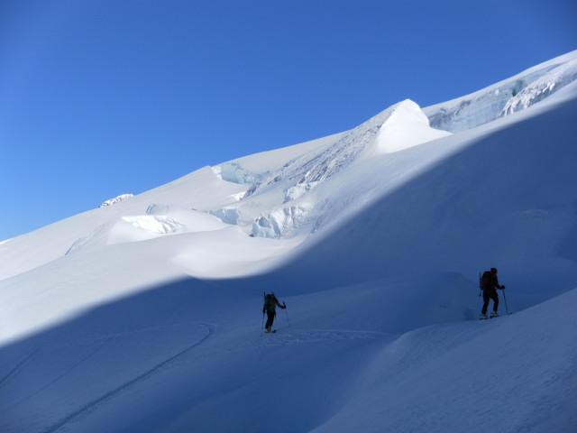 Foto: Wolfgang Lauschensky / Skitour / Hinter Fiescherhorn  4025m Überschreitung / Gletscherimpressionen / 30.04.2011 21:24:44