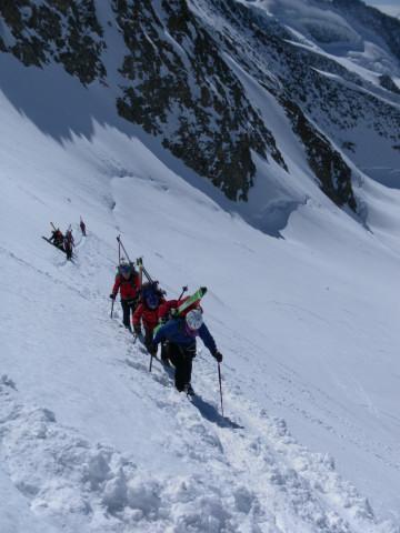 Foto: Wolfgang Lauschensky / Skitour / Hinter Fiescherhorn  4025m Überschreitung / über der Randspalte / 30.04.2011 21:24:35