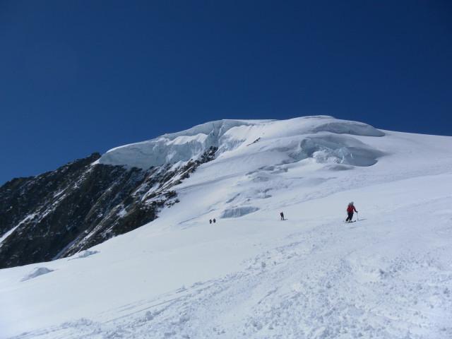 Foto: Wolfgang Lauschensky / Skitour / Hinter Fiescherhorn  4025m Überschreitung / Einfahrt in die Bruchzone / 30.04.2011 21:22:56