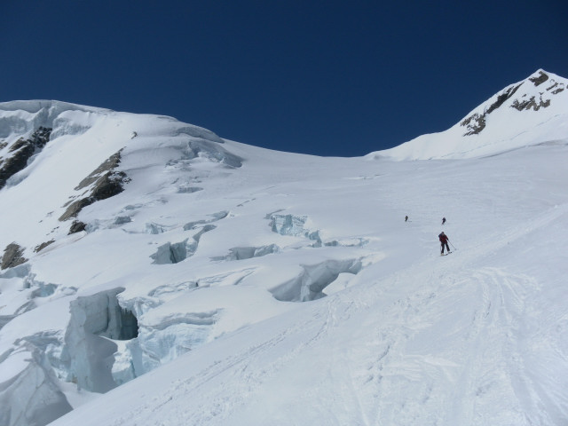 Foto: Wolfgang Lauschensky / Skitour / Hinter Fiescherhorn  4025m Überschreitung / orographisch links der Brüche wird abgefahren / 30.04.2011 21:22:46