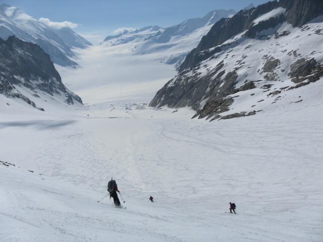 Foto: Wolfgang Lauschensky / Skitour / Hinter Fiescherhorn  4025m Überschreitung / Blick aus der Grünhornlücke zum Konkordiaplatz und Aletschfirn  / 30.04.2011 21:21:39
