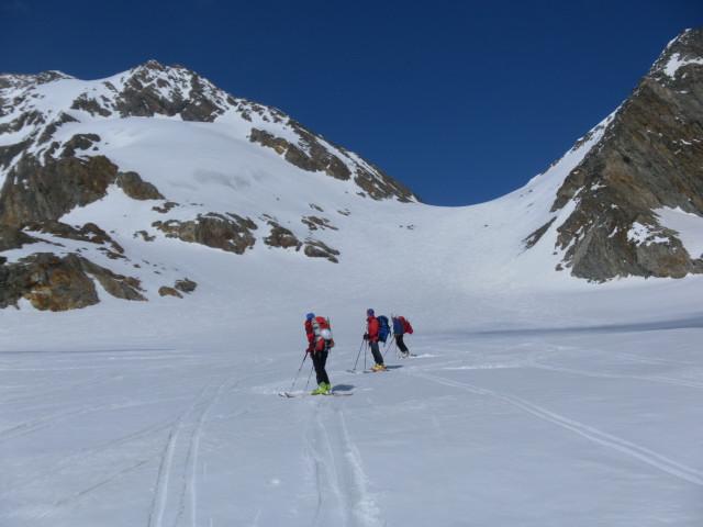 Foto: Wolfgang Lauschensky / Skitour / Hinter Fiescherhorn  4025m Überschreitung / oberer Grüneggfirn mit Grünhornlücke / 30.04.2011 21:21:29