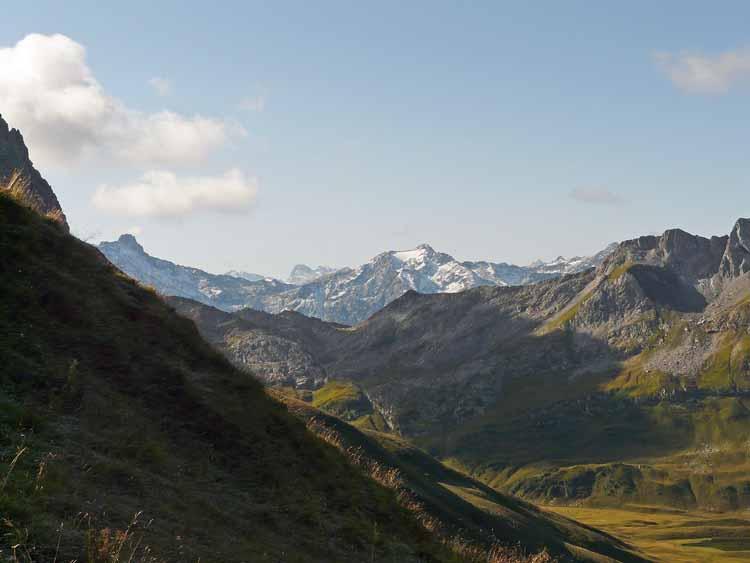 Foto: vince 51 / Wandertour / vom Spullersee auf die Obere Wildgrubenspitze und die Madlochspitze / Kaltenberg in der Verwallgruppe / 30.04.2011 23:05:07