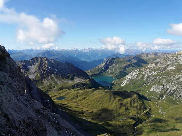 Foto: vince 51 / Wandertour / vom Spullersee auf die Obere Wildgrubenspitze und die Madlochspitze / Spullersee / 30.04.2011 23:03:24