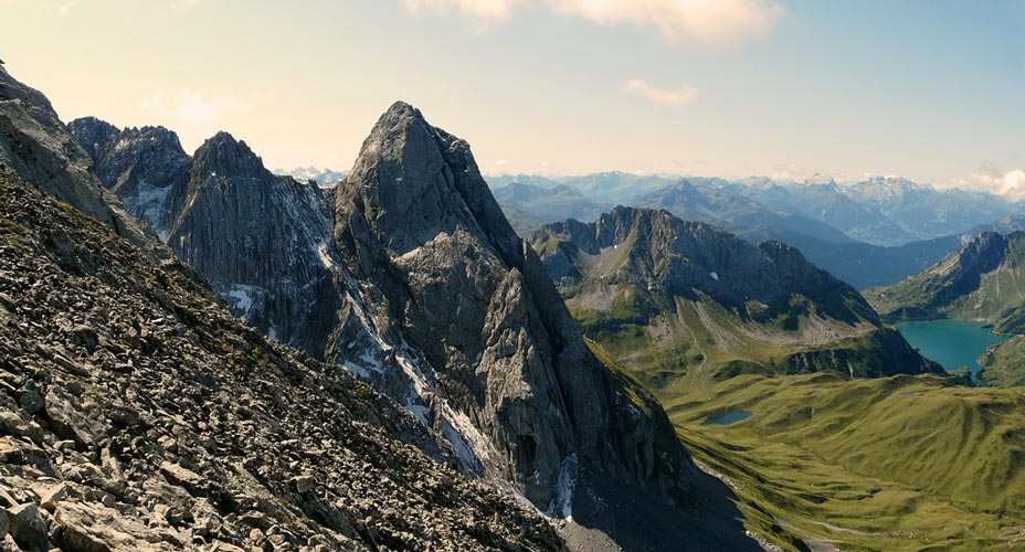 Foto: vince 51 / Wandertour / vom Spullersee auf die Obere Wildgrubenspitze und die Madlochspitze / Roggalspitze und Spullersee / 30.04.2011 22:57:51