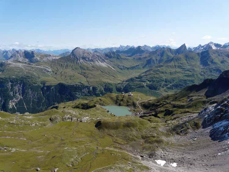 Foto: vince 51 / Wandertour / vom Spullersee auf die Obere Wildgrubenspitze und die Madlochspitze / Zürser See, im Hintergrund Lechtaler Alpen / 30.04.2011 22:57:10