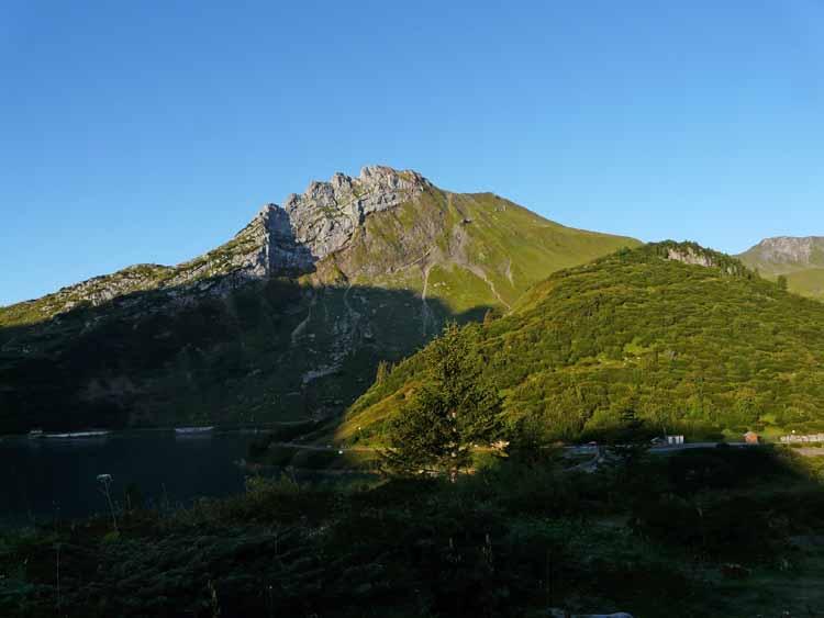 Foto: vince 51 / Wandertour / vom Spullersee auf die Obere Wildgrubenspitze und die Madlochspitze / Plattnitzer Jochspitze / 30.04.2011 23:10:02