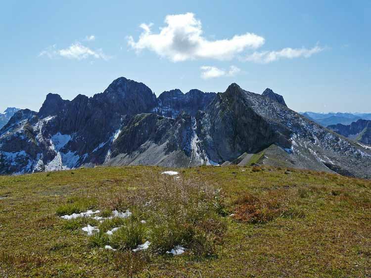 Foto: vince 51 / Wandertour / vom Spullersee auf die Obere Wildgrubenspitze und die Madlochspitze / Grosse und kleine Wildgrubenspitze und Roggalspitze / 30.04.2011 22:47:09