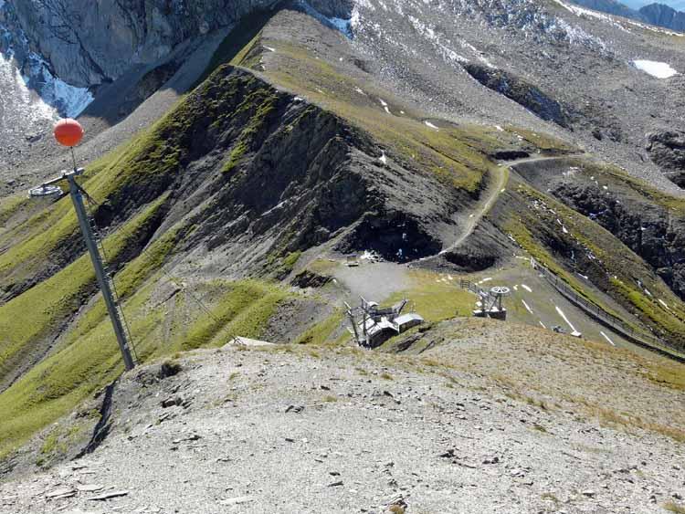 Foto: vince 51 / Wandertour / vom Spullersee auf die Obere Wildgrubenspitze und die Madlochspitze / Madlochjoch von oben / 30.04.2011 22:44:13