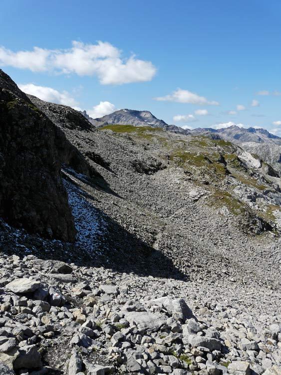 Foto: vince 51 / Wandertour / vom Spullersee auf die Obere Wildgrubenspitze und die Madlochspitze / Zwischen Wildgrubenspitze und Madlochjoch / 30.04.2011 22:42:39