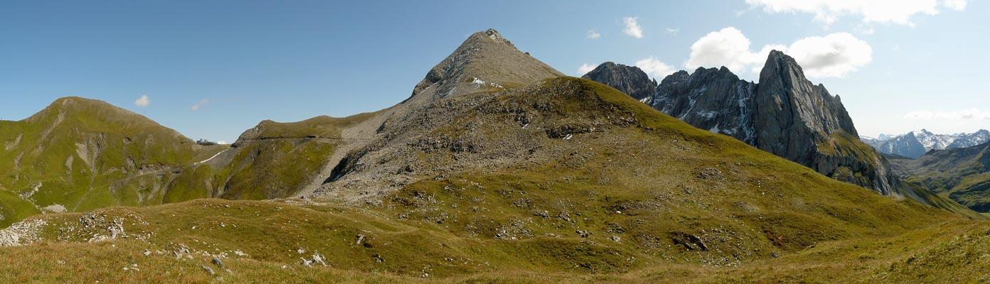 Foto: vince 51 / Wandertour / vom Spullersee auf die Obere Wildgrubenspitze und die Madlochspitze / links Madlochspitze, in der Mitte Wildgrubenspitze, rechts Roggalspitze / 30.04.2011 22:40:50