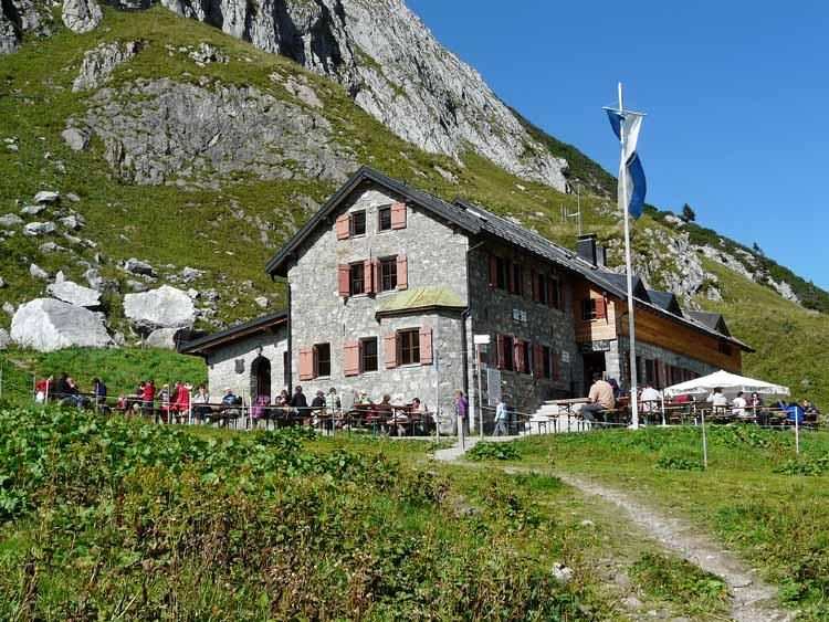 Foto: vince 51 / Wandertour / vom Spullersee auf die Obere Wildgrubenspitze und die Madlochspitze / Ravensburger Hütte / 30.04.2011 22:38:00