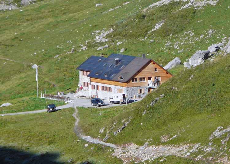 Foto: vince 51 / Wandertour / vom Spullersee auf die Obere Wildgrubenspitze und die Madlochspitze / Ravensburger Hütte / 30.04.2011 23:06:32