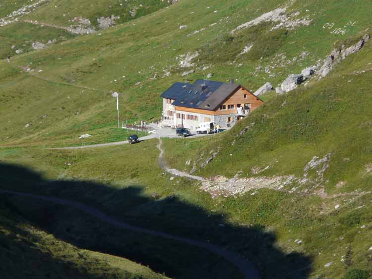 Foto: vince 51 / Wandertour / vom Spullersee auf die Obere Wildgrubenspitze und die Madlochspitze / Ravensburger Hütte / 30.04.2011 23:06:08