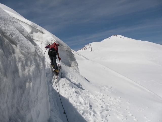 Foto: Wolfgang Lauschensky / Skitour / Glockner Umrundung / Umfahrung / Umrahmung / Eisstufe, im Hintergrund der Johannisberg / 13.05.2011 08:19:25