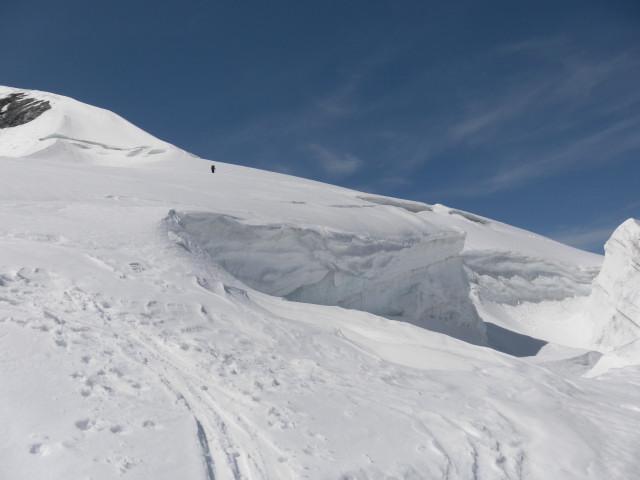 Foto: Wolfgang Lauschensky / Skitour / Glockner Umrundung / Umfahrung / Umrahmung / rechts um den Teufelskamp geht es zur Romariswandscharte / 13.05.2011 08:18:47