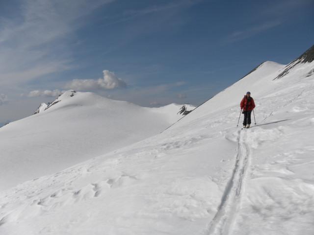 Foto: Wolfgang Lauschensky / Skitour / Glockner Umrundung / Umfahrung / Umrahmung / am Fruschnitzkees, dahinter Romariswandkopf und Teufelskamp / 13.05.2011 08:18:29