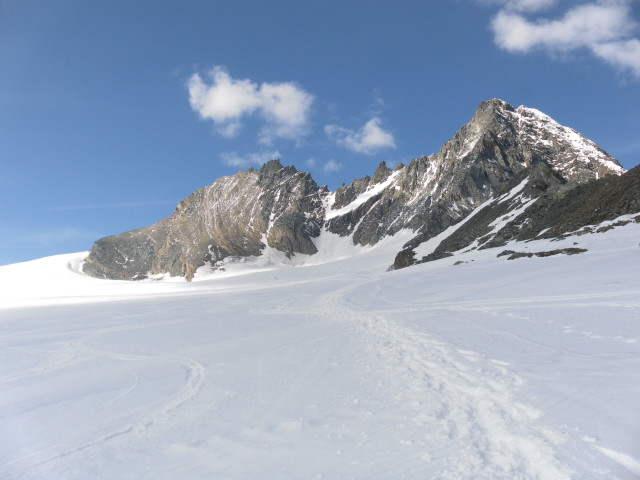 Foto: Wolfgang Lauschensky / Skitour / Glockner Umrundung / Umfahrung / Umrahmung / Glocknerwand und Stüdlgrat zum Großglockner  / 13.05.2011 08:18:02
